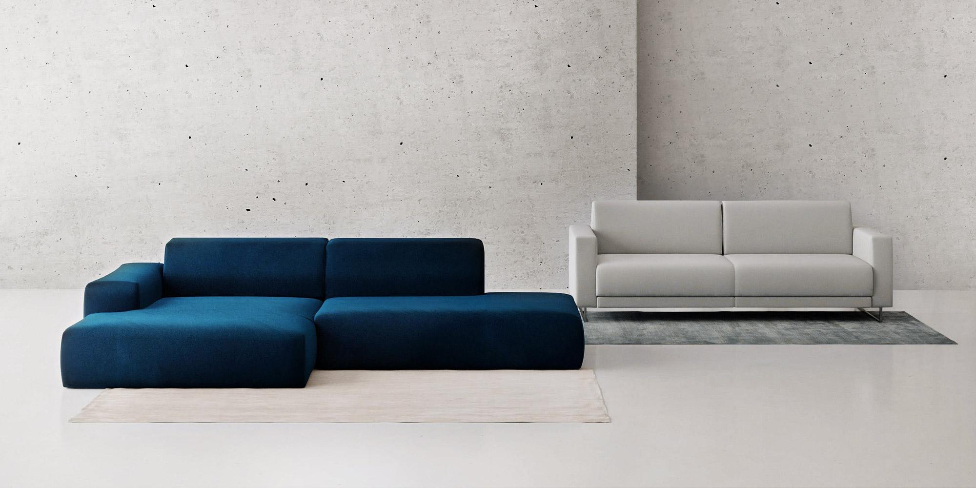 blaues und graues Sofa